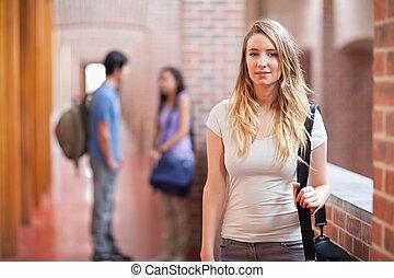 amis, elle, poser, quoique, conversation, étudiant