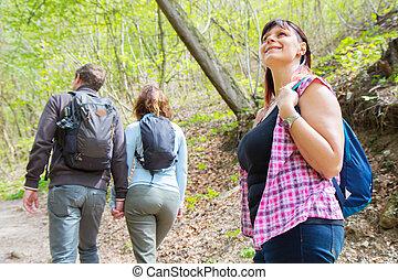 amis, groupe, forêt, randonnée