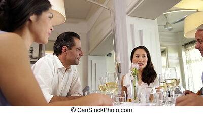 amis, groupe, repas, ensemble, avoir