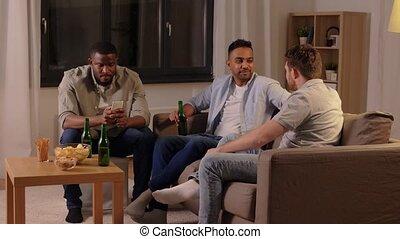 amis, mâle, maison, conversation, bière, boire