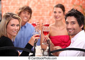 amis, manger, dans, a, restaurant