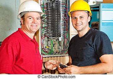 amistoso, electricistas, en el trabajo