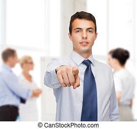 amistoso, joven, buisnessman, señalar el dedo