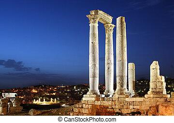 Amman, Jordan, Citadel (Jabal al-Qal'a), the temple of Hercules built up during the reign of Marcus Aurelius (161-180 d.C.).