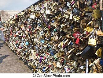 amor, candados, en, puente, de, artes, en, parís