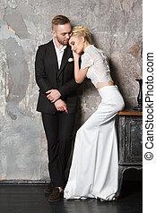 amor, clássicas, vestido, par, jovem, estúdio, retrato, posar, roupas
