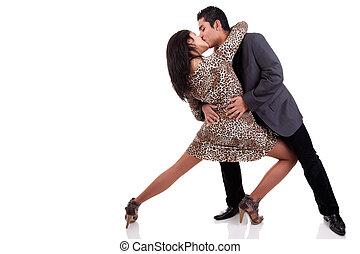 amor, dançar, par, isolado, estúdio, branca, tiro, beijando