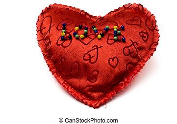 amor, inscripted, con, agujas, en, un, corazón rojo