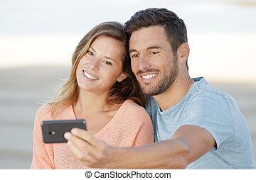 amor, selfies, pareja, toma, aire libre