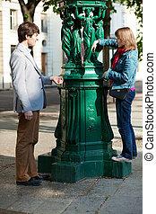 amore, parigino, coppia, giovane, fontana acqua, gioco