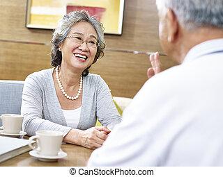 amoroso, 3º edad, pares asiáticos, charlar