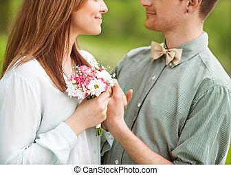 amour, autre., outdoor., jeune regarder, ils, chaque, sourire, couple
