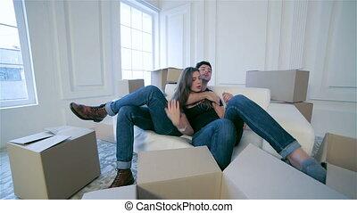 amour, couple étreindre, bas, boîtes, mensonge