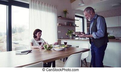 amour, couple, déjeuner, intérieur, parler., personne agee,...