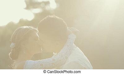 amour, nouveaux mariés, jeune, tendresse, autre, chaque, baisers