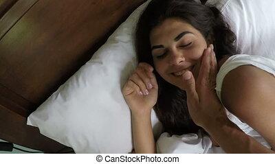 amour, séance, pov, couple, lit, dormir, chambre à coucher, femme, matin, homme