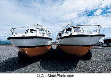 amphibian boat