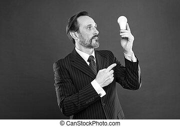 ampoule, copie, idée commerciale, barbu, rouges, business., arrière-plan., homme, puits, formel, mûrir, innovation., complet, symbole, lumière, homme affaires, soigné, progrès, inspiration, espace, inspirer, idea., prise