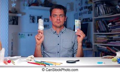 ampoule, homme, argent, mains, tient, sien, lumière
