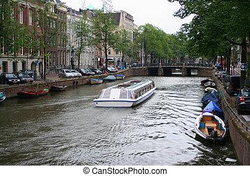 Amsterdam case canale case lungo amsterdam foto d for Houseboat amsterdam prezzi