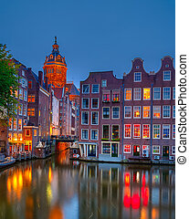 amsterdam, w nocy