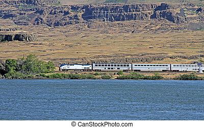 amtrak, trem, por, a, rio columbia