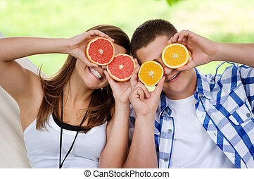 amusement, couple, avoir, jeune, fruits