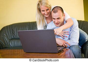 amusement, couple, avoir, laptop., jeune