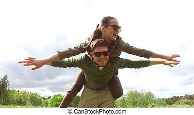 amusement, couple, heureux, avoir, dehors