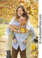 amusement, couple, parc, avoir, heureux