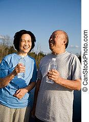 amusement, couples aînés, asiatique