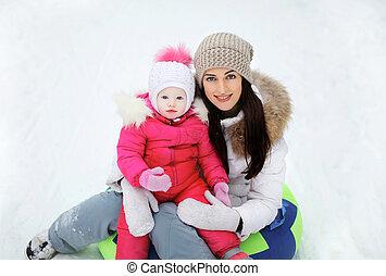 amusement, enfant, avoir, neige, mère