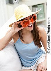amusement, femme, lunettes soleil, jeune, branché, orange
