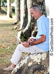 amusement, ordinateur portable, sien, personne agee, avoir