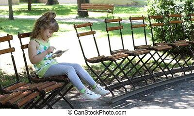 amusement, petite fille, tablette
