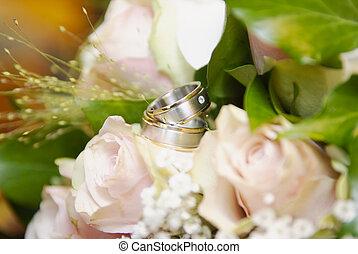 anéis, fundo borrado, casório, flores, macio