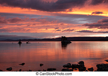 An autumn morning at Mono Lake