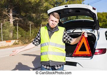 an, der, mann, von, a, unruhe, mit, a, auto, er, erhält, a, rotes , dreieckig, dringlichkeits zeichen