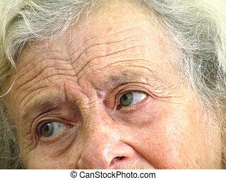 an elderly woman\'s eyes
