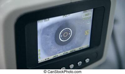 An eye testing device