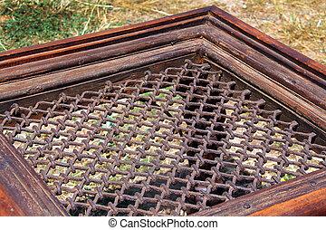 an old trellis frame