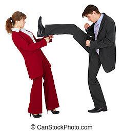 ?an puts a kick to woman