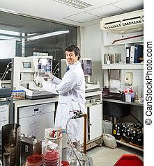 analysering, forskare, urin, prov, laboratorium