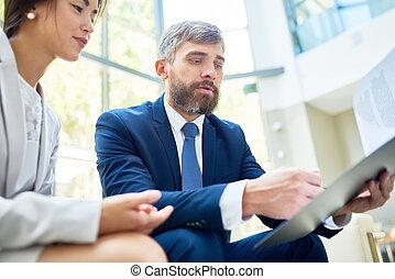analysieren, arbeit, ergebnisse, mit, kollege