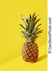 ananas, auf, gelber hintergrund, frisch, schließen, ansicht