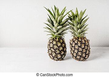 ananas, legno, sopra, fondo, tavola, bianco