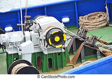 Anchor windlass with chain - Anchor windlass mechanism with...