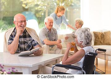 ancião, conversa, mulher