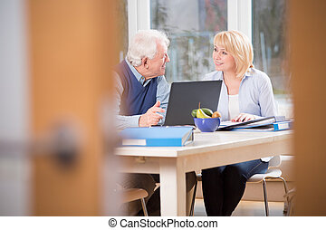 ancião, par, em, escritório lar