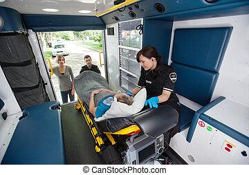 anciano, ambulancia, transporte